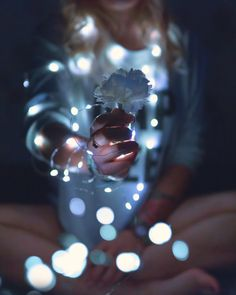 Create your mason jar fairy lights in 5 minutes! There is nothing as magical as a room full of memories and fairy lights! Fairy Light Photography, Chalk Photography, Bokeh Photography, Photography Women, Portrait Photography, Mason Jar Fairy Lights, Led Fairy Lights, Jar Lights, Cute Instagram Pictures
