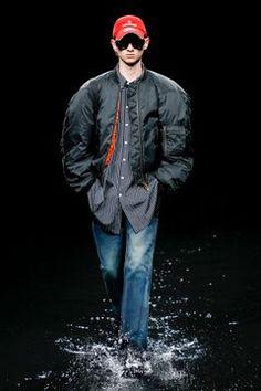 Balenciaga Ready To Wear Fall Winter 2020 Paris Live Fashion, Fashion Show, Runway Fashion, Latest Fashion, Unisex Fashion, Balenciaga, Ready To Wear, Fashion Photography, Fall Winter