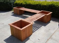 DIY pallet and wood planter box ideas don't have to be predictable. Discover the best designs that will give your deck a touch of style in DIY planter box designs, plans, ideas for vegetables and flowers Deck Planter Boxes, Planter Box Designs, Diy Wood Planters, Planter Box Plans, Deck Planters, Planter Bench, Wood Planter Box, Garden Boxes, Raised Planter