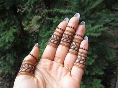 Small Henna Designs, Finger Henna Designs, Mehndi Designs Book, Indian Mehndi Designs, Mehndi Designs For Beginners, Mehndi Designs For Girls, Unique Mehndi Designs, Mehndi Designs For Fingers, Mehndi Design Images