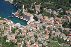 das romantische Städtchen Veli Lošinj gehört zur Inselerkundung auf Lošinj unbedingt dazu #losinj #cres #adria #mittelmeer #meer #insel #hafen #mediterranean #kroatien #croatia #urlaub #reise #vamosreisen