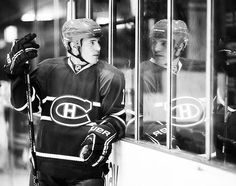 Brendan Gallagher, Montreal Canadiens checkin himself out in the glass lol Montreal Canadiens, Of Montreal, Vancouver Canucks, Detroit Red Wings, World Of Sports, Chicago Blackhawks, Hockey Players, Future Husband, Nhl