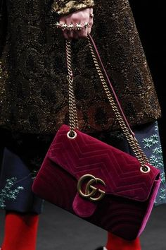 The Top Accessory Trends of Fall 2016 - Gucci Handbags - Ideas of Gucci Handbags - Fall 2016 Ready-to-Wear Gucci Plaid Fashion, Fashion Bags, Style Fashion, Gucci Fashion, Prada Handbags, Purses And Handbags, Burberry Handbags, Miu Miu Tasche, Zapatillas Louis Vuitton