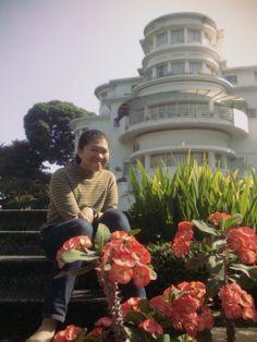 holiday in Bandung terus mampir ke gedung direktorat UPI
