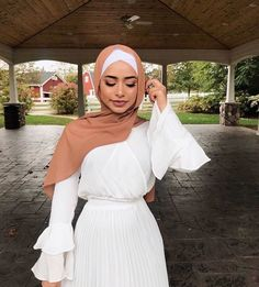 Wedding dresses hijab outfit 59 New ideas Modern Hijab Fashion, Street Hijab Fashion, Hijab Fashion Inspiration, Islamic Fashion, Abaya Fashion, Muslim Fashion, Mode Inspiration, Modest Fashion, Fashion Mask