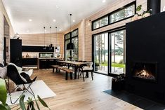 Black log home into a rural setting - Honka Modern Cabin Interior, Modern Cottage, Modern House Design, Modern Homes, Kitchen Interior, Modern Farmhouse, Bar Design, Design Studio, Modern Log Cabins