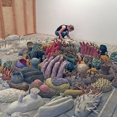 Courtney Mattison Ceramic Coral Reef Coral Reef Conservation Art in Embassies Textile Sculpture, Sculpture Art, Ceramic Animals, Ceramic Art, Arte Coral, Painted Pavers, Found Object Art, Art Corner, Textiles