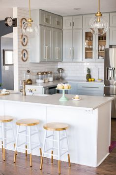 Gorgeous DIY kitchen using RTA (ready-to-assemble) cabinets! #DIY #Decor #Kitchen