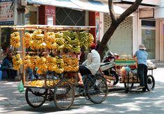 BANANA~bananes seller