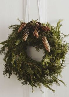 holiday inspiration A Christmas wreath so beautiful and proper even the Dowager Countess wouldt turn her nose at it. Christmas Time Is Here, Merry Little Christmas, Noel Christmas, Rustic Christmas, Simple Christmas, Winter Christmas, All Things Christmas, Christmas Swags, Xmas