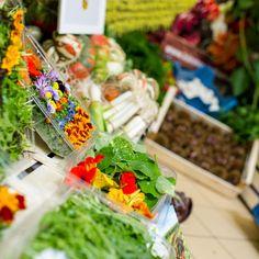 Das beste, frischeste #Gemüse, direkt von Kärntner Äcker, taufrisch, qualitätsgeprüft wird prompt zu uns geliefert. 🚚   Wir verwenden diese wertvollen und #regionalen Produkte für unsere #Snacks und auch beim #Frühstück sorgen sie für einen gesunden Genuss.  DANKE! Gärtnerei #Robitsch aus St.Fillippen in #Kärnten. Der Bäck vom See! 🥨 . #wienerroither #maguat #bäckerei #brot #Gebäck #handgemacht #bäcker #geschmack #genuss #backen #backstube, #backhandwerk, #bake, #bakery, #austria Partner, Lettuce, Snacks, Table Decorations, Thanks, Fresh, Things To Do, Simple, Appetizers