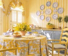 I like the wallpaper.  I like the the sunshine golden room.  Would like this look in my home. French Country Dining, French Country Kitchens, French Country Cottage, French Country Style, Cottage Style, Country Blue, Rustic French, Cottage Design, Modern Country