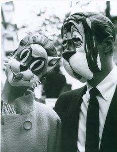 Hepburn / Peppard. Cat / dog. Breakfast at Tiffany's. '61.