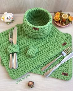 Crochet Bib, Free Crochet Bag, Crochet T Shirts, Crochet Dollies, Crochet Basket Pattern, Crochet Home, Love Crochet, Modern Crochet Patterns, Crochet Designs
