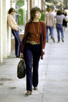 A look back at the fashion history of the Louis Vuitton monogram bag: Jane Fonda, 70s Fashion, Fashion History, Trendy Fashion, Fashion Bags, Vintage Fashion, Louis Vuitton Handbags, Louis Vuitton Speedy Bag, Vuitton Bag, Bags Online Shopping