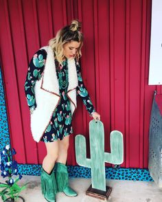How •pErFeCt• is our new long sleeve cactus dress❤️ it's $27.00 but today only take an additional 10% off & it's all yours!! We have sizes S-L available! Get em while ya can! Don't forget we have drinks & snacks all day❤️ #thehenhousetx #cactusfordays #weareobsessed #newarrivals #boutique #shopsmall #shopwithus