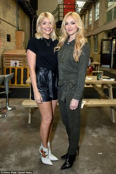 Holly Willoughby joins BFF Fearne Cotton for Celebrity Juice filming Fearne Cotton, Tv Presenters Uk, Holly Willoughby Legs, Keith Lemon, Cotton Tights, Caroline Flack, Tv Girls, Floral Sundress, Leather Mini Skirts