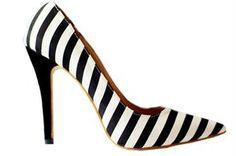 Te piękne szpilki znajdziecie w sklepie internetowym http://laceshop.pl/eleganckie-szpilki-w-czarno-bia%C5%82e-paski