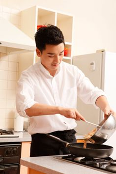 Seungri (승리) of Big Bang (빅뱅) VICTORY COOKING