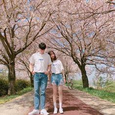 Mode Ulzzang, Korean Ulzzang, Ulzzang Girl, Matching Couple Outfits, Matching Couples, Korean Couple, Best Couple, Couple Posing, Couple Shoot