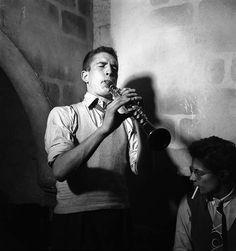Émile Savitry - Claude Luter in the night-club Le Lorientais in Saint-Germain-des-Près, Paris, 1948