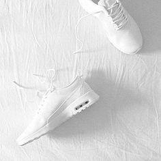 Jetzt in Erinnerung schwelgen oder bereits an den kommenden Sommer denken: Nike 'Air Max Thea'. Hier entdecken und shoppen: http://sturbock.me/ed6