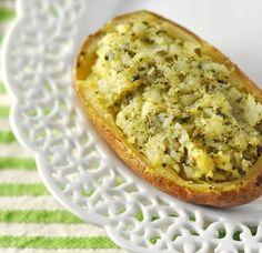 4 batatas grandes ½ xícara (chá) de nozes picadas ½ xícara (chá) de azeite de oliva ½ xícara (chá) de ricota picada sal e pimenta-do-reino...