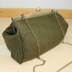 #mala #verde #personalizar #bronze #bag #green #personalized Louis Vuitton Damier, Bronze, Instagram, Pattern, Handmade, Crafts, Fashion, Green, Moda