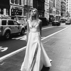 NEW YORK STATE OF MIND // Another very successful New York collection showing done & dusted. ✔️✨ Thank you to all of our wonderful stockists who visited us this season and we are so excited to have these stunning gowns hitting stores over the coming months, {Sneak-peek of the stunning 'Taryn/Camille' statement gown *** This collection will be in Karen Willis Holmes stores and selected stockists mid 2017. Email stores directly for more details} @kas.richards • MUA + Hair - @alegratitus •…