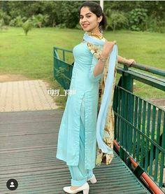 Designer Punjabi Suits Patiala, Patiala Suit Designs, Patiala Salwar Suits, Kurta Designs, Fashion Hub, Indian Fashion, Phulkari Suit, Punjabi Girls, Dress Indian Style