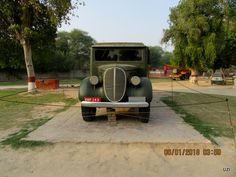 car outside the mahal