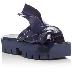 No. 21 Kartell Knot Platform Slide Sandals (€270) ❤ liked on Polyvore featuring shoes, sandals, navy, knot shoes, bow sandals, bow platform sandals, platform sandals and polish shoes