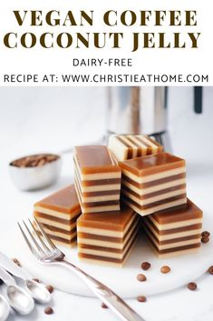 A recipe for vegan Coffee Coconut Jelly. Light, tasty and refreshing! This is a dessert that originates from Thailand. In Thailand, coconut milk is often used in their desserts. Coconut Milk Recipes, Canned Coconut Milk, Healthy Dessert Recipes, Delicious Desserts, Yummy Food, Desserts With Coconut Milk, Coconut Milk Benefits, Dinner Recipes, Vegan Jelly