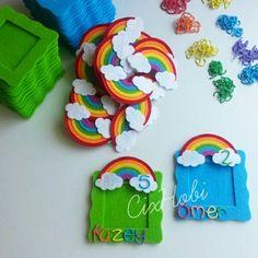 Gökkuşağı Çerçeve Magnet Diy And Crafts, Arts And Crafts, Felt Books, Baby Girl Birthday, Felt Diy, Felt Christmas, Unicorn Party, Birthday Decorations, Paper Flowers