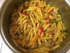 Χοιρινό με πένες αλλιώτικο από τα άλλα Cabbage, Meat, Chicken, Vegetables, Food, Veggies, Vegetable Recipes, Meals, Cabbages