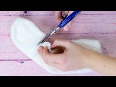 Elle coupe quatre chaussettes. Regardez ce qu'il se passe ! - YouTube Diy Projects For Kids, Crafts For Kids, Hobbies And Crafts, Diy And Crafts, Sock Crafts, Sock Toys, Felt Quiet Books, Fabric Boxes, Origami Flowers