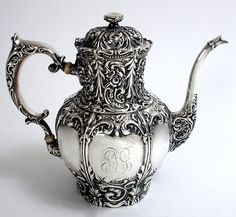 Victorian sterling silver coffee pot by the Whiting Manufacturing Co. 1897 Victorian sterling silver coffee pot by the Whiting Manufacturing Co. Vintage Tea, Vintage Silver, Antique Silver, Silver Metal, Rose Shabby Chic, Objets Antiques, Teapots Unique, Silver Teapot, Teapots And Cups