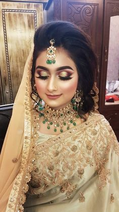 Bridal Makeup Images, Bridal Makeup Looks, Bridal Looks, Black And Silver Eye Makeup, Cristiano Ronaldo Haircut, Middle Eastern Makeup, Pakistani Bridal Makeup, Party Wear Sarees Online, Wedding Function