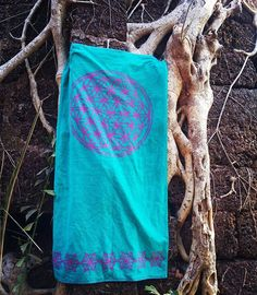 This amazing soft and thick amazing bath/beach towel , woven from dyed yarns , 100% cooton , are availabe from our shop