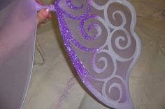 Twisted Whimsey: How to make fairy wings. For Jody and Ava Diy Fairy Wings, Diy Wings, Dress Up Costumes, Diy Costumes, Homemade Costumes, Halloween Fun, Holidays Halloween, Winx Cosplay, Fancy Dress For Kids