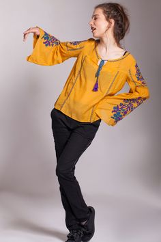 #bluzamustar #bluzamanecaclopot #maneciclopot #bluzatipiie #iestilizata #bluzamustar #bluzagalbena #bluzabrodata #broderiemov #broderiealbastra Clothing, Embroidery, Outfit, Clothes, Kleding, Cloths, Giyim