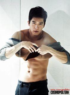 Ha Suk Jin's chocolate abs