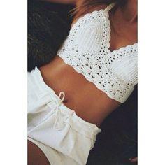 Boho chic white crochet halter bikini top and white shorts for a modest beach look Tops A Crochet, Top Crop Tejido En Crochet, Crochet Bikini Top, Knit Crochet, Crotchet, Free Crochet, Crochet Top Outfit, Beach Crochet, Hand Crochet