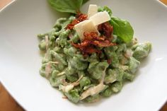 Spinatspätzle mit Schinken Parmesan Sauce Parmesan, Guacamole, Mexican, Favorite Recipes, Ethnic Recipes, Food, Drinks, Cooking, Spinach Recipes