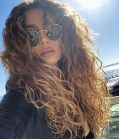 Amazing Voluminous Long Curly Hairstyles & Cuts for 2019 Do you love to wear curls? Among all the curly or wavy hairstyles, voluminous long curls are amazing choice for ladies to wear for modern and bold look. Here you may find the different ideas of curl Sweet 16 Hairstyles, Ponytail Hairstyles, Cool Hairstyles, Makeup Hairstyle, Natural Curly Hairstyles, Curly Wavy Hairstyles, Hairstyle For Curly Hair, Hairstyle Ideas, Long Curly Haircuts
