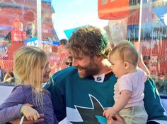 San Jose Sharks forward Joe Thornton with his children at Levi's Stadium (Feb. 20, 2015).