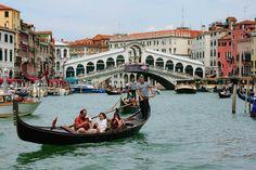 Want to discover Venice? A Venice vacation is a visually striking combination of canals, bridges, churches, museums, designer glass and gelato. Venice Tours, Venice City, Rialto Venice, Grand Canal, Travel Tours, Travel And Tourism, Venice Italy Hotels, Gondola, Passport Travel