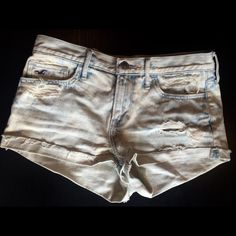 Hollister Jean shorts These Hollister Jean shorts are a size 5 ( w 27). They are in great condition. Hollister Shorts Jean Shorts