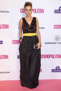 Ana Fernández pictures and photos Star Fashion, Fashion Outfits, Glamour, Parachute Pants, Red Carpet, Harem Pants, Fashion Looks, Celebrities, Skirts