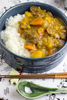 Karē raisu, il riso al curry alla giapponese - Food&Crafts Meat Recipes, Asian Recipes, Healthy Recipes, Ethnic Recipes, Kare Raisu Recipe, Chinese Food, Japanese Food, Sushi, Exotic Food
